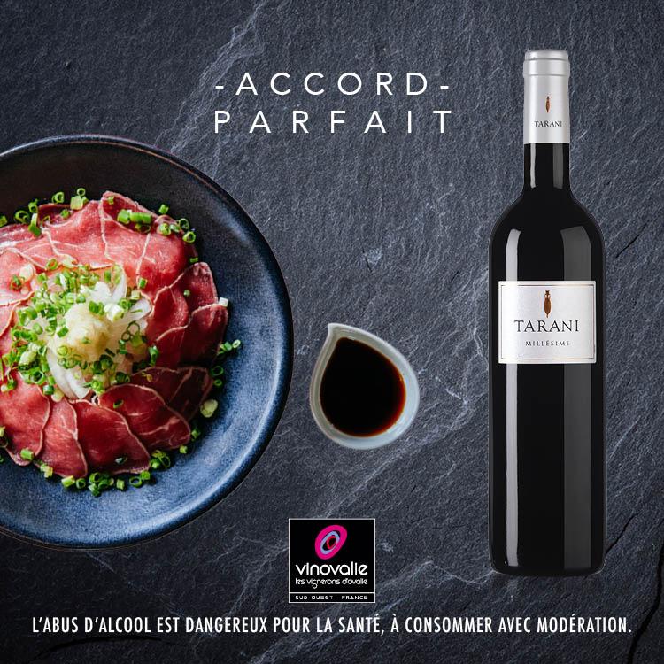 Vin rouge Tarani avec un Tataki de boeuf